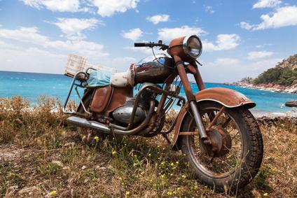 Acquistiamo moto e scooter usate, incidentate, da demolire, moto fuse